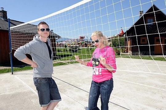 Přes den si hledali sportovní vyžití. Že by volejbal?