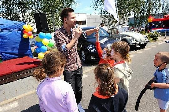 Dětem zazpíval i Norbert Petitzky z Hlasu.