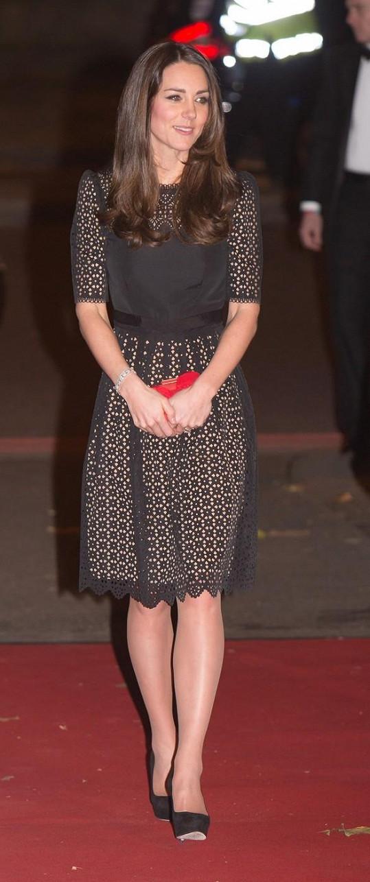 Vévodkyně vlasy obarvila i zkrátila a změna jí prospěla.