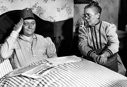 Rudolf Hrušínský a Eva Svobodová v komedii Dobrý voják Švejk.