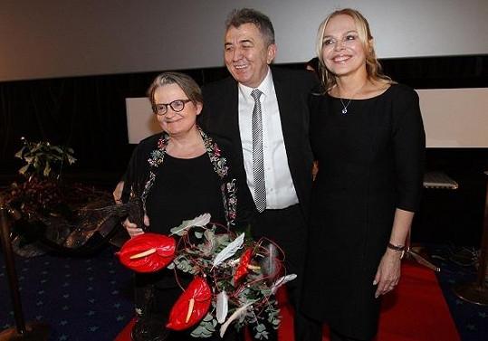 Dagmar Havlová s ředitelem festivalu Fero Feničem a oceněnou Agnieszkou Hollandovou.