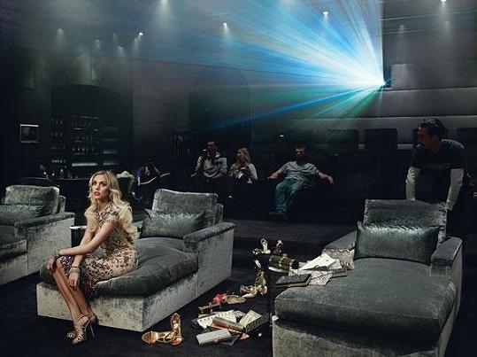Petra Ecclestone nechala nahlédnout magazín W i do svého soukromého kinosálu.