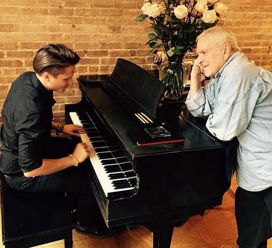 Ondřej mu dokonce zahrál na klavír.