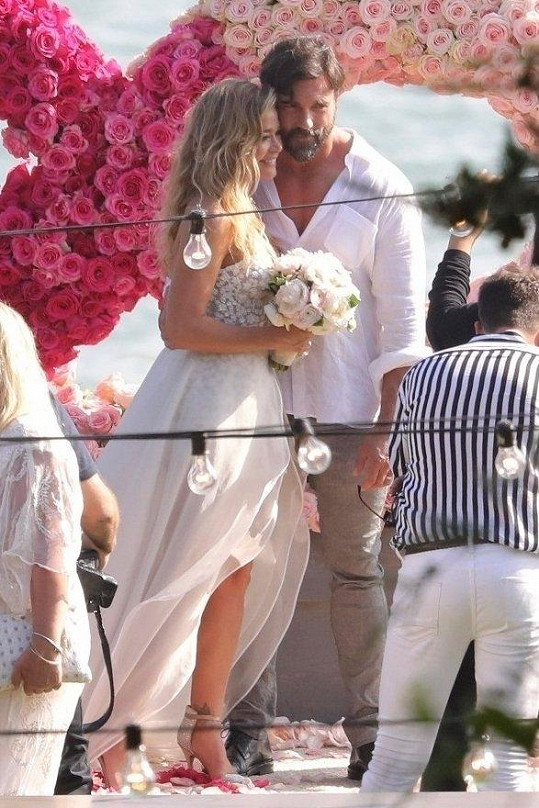 Denise Richards s manželem Aaronem Phypersem.