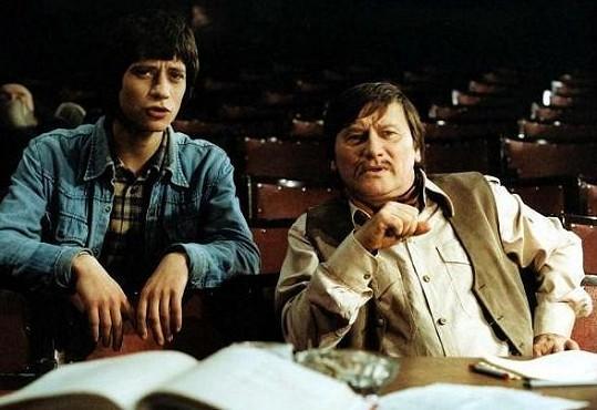 Jiří Císler (vpravo) s Pavlem Křížem ve filmu Jak svět přichází o básníky.