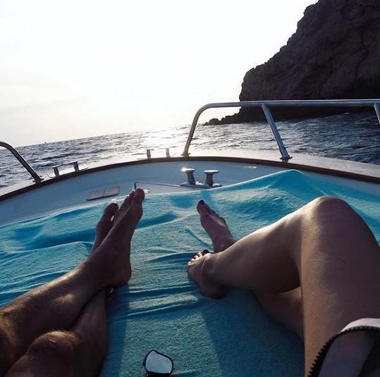 Užívají si romantickou dovolenou na Capri.