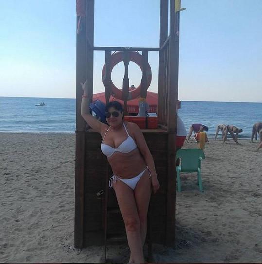 Dáda Patrasová se mezitím chlubí fotkami v plavkách...