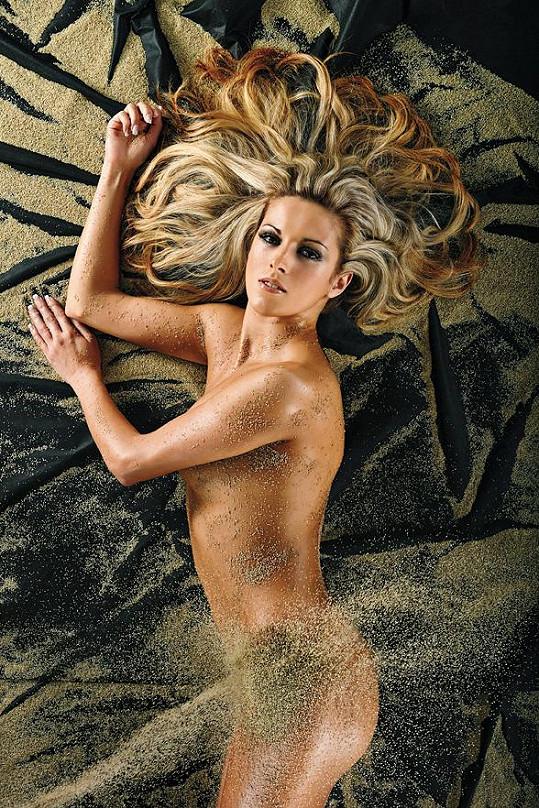 Barbora Grajciarová se schovala jen do písku.