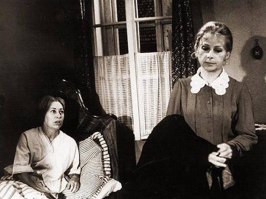 Štěpánka Ranošová a Milena Asmanová v seriálu Kamenný řád (1975) Asmanová ztvárnila roli Karoliny.