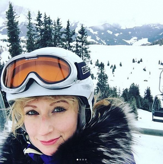 Lucie je vášnivá lyžařka...