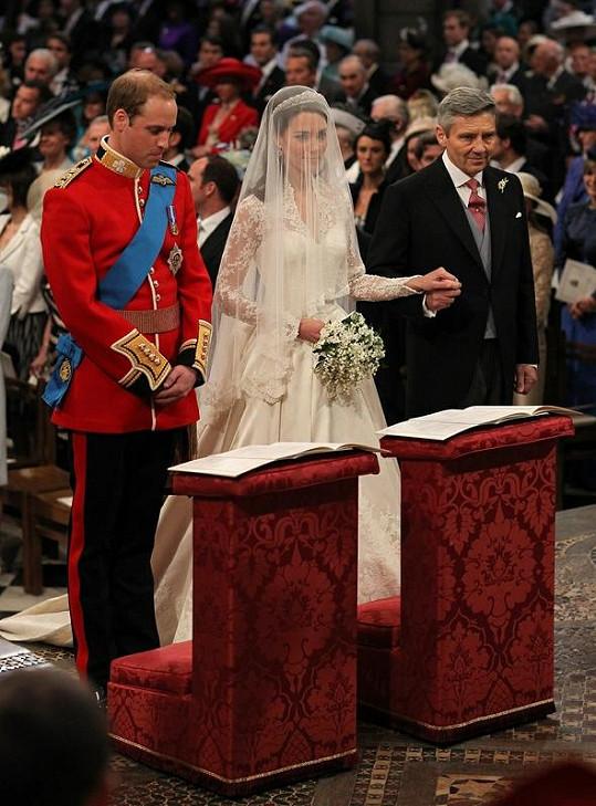 Kate mezi muži svého života.