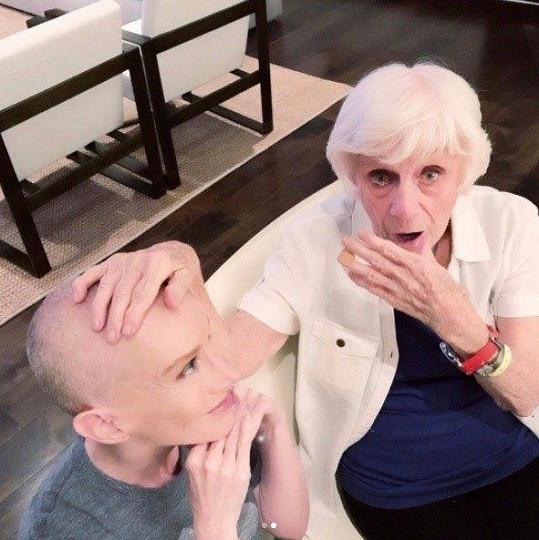 Griffin s maminkou, která ji za toto gesto veřejně označila za nádhernou bytost.