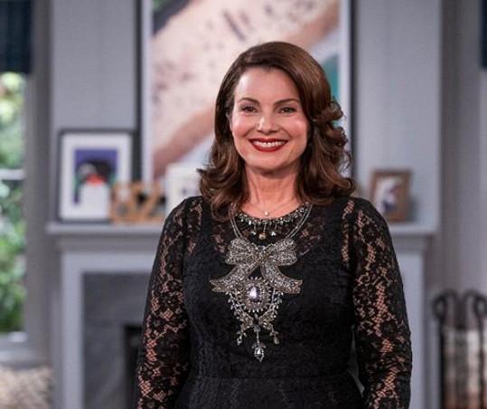 Fran Drescher dnes. Vypadá stále skvěle. Diváci ji takto mohou vidět v seriálu Indebted.