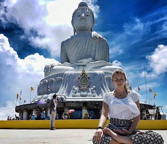 Zpěvačka relaxuje v Thajsku.