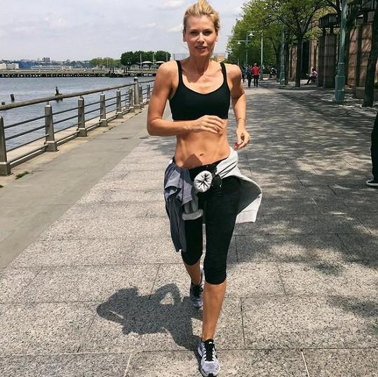 Daniela Peštová pravidelně sportuje a je to znát.