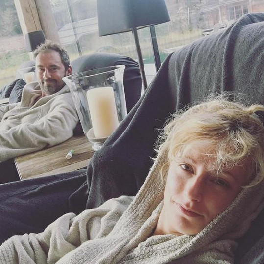 Lucie Hunčárová opět relaxuje s Emanuelem Ridim v Itálii.