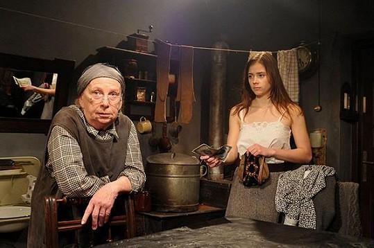 Milena Asmanová a Gabriela Marcinková v televizním filmu Osudové peníze (2010)
