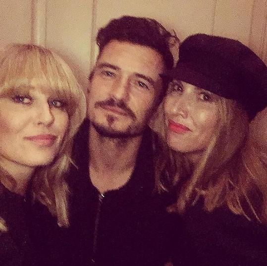 Simona Krainová a její sestra Yvona se vyfotili s Orlando Bloomem.