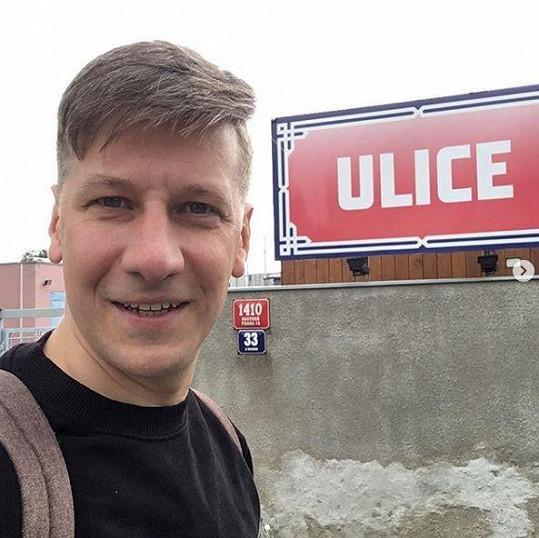 Václav Liška hrál v seriálu Ulice milionáře Lukáše Binara.