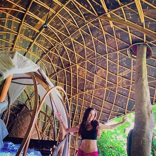 Lilii se zalíbilo ve vnitrozemí, v komplexu z bambusu.