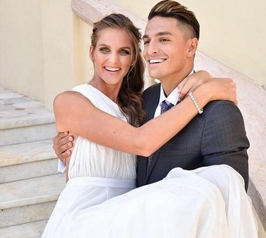 Michal Hrdlička a Karolína Plíšková na svatební fotografii
