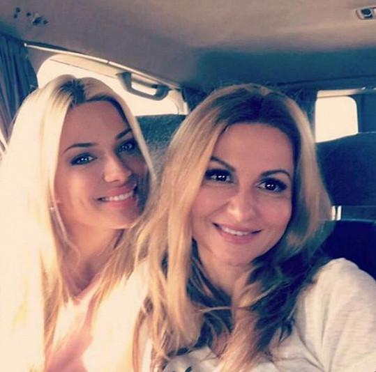 Eva Perkausová a Yvetta Blanarovičová vypadaly jako dvě sestry.