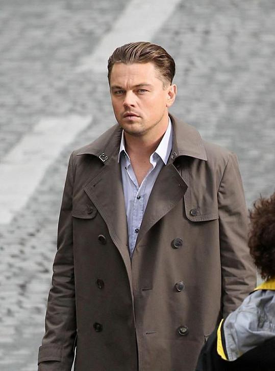 Leonardo DiCaprio příliš soucítí s přírodou, ale ne se svou partnerkou.