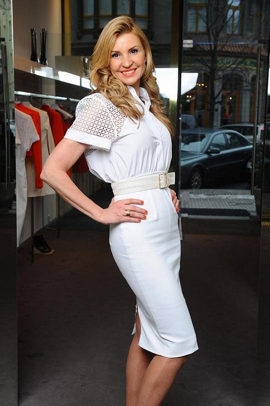 Tamara Kotvalová před jedním ze svých luxusních obchodů.