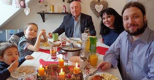 Dáda Patrasová a Felix Slováček zasedli na Štědrý den s rodinou u jednoho stolu.