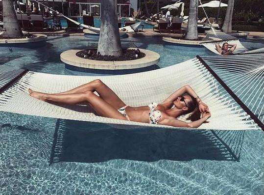 Ester Berdych Sátorová relaxovala na pláži v Miami.