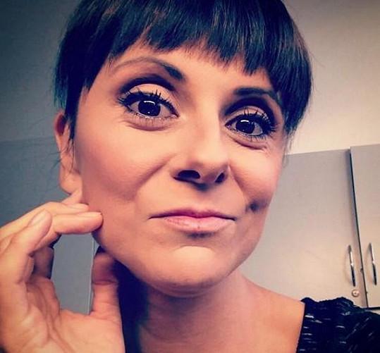 Takhle by Laďka Něrgešová vypadala s krátkými vlasy.
