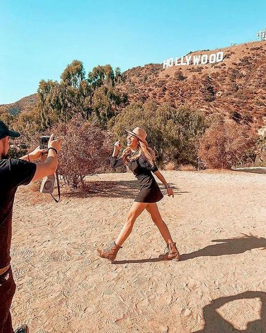 Zpěvačka se během pobytu vrhla na natáčení videoklipu.