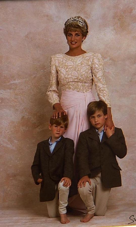 Princezna Diana spolu se syny Williamem a Harrym na archivním snímku.