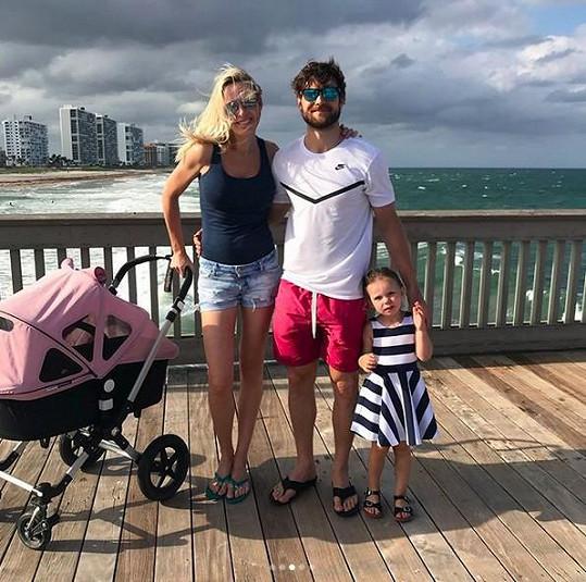 Diana Kobzanová tajila i první těhotenství. Dnes je šťastnou maminkou dvou dcer Elly a Lily.