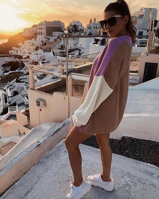 Zpěvačka vyrazila s manželem na ostrov Santorini.
