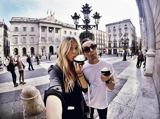 Petr a Natálka si užívají na dovolené v Barceloně.