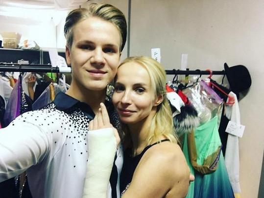 Jana Plodková bude dnes večer bojovat o titul Královny tanečního parketu se sádrou na ruce.