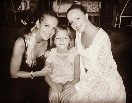 Setkání s Darou Rolins a její dcerou Laurou, které si na Bali užívají celý měsíc.