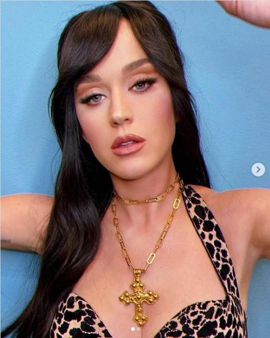 Katy se pochlubila snímky nového účesu.