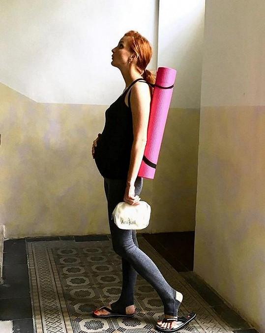 Maurerová už může opět cvičit oblíbenou jógu.
