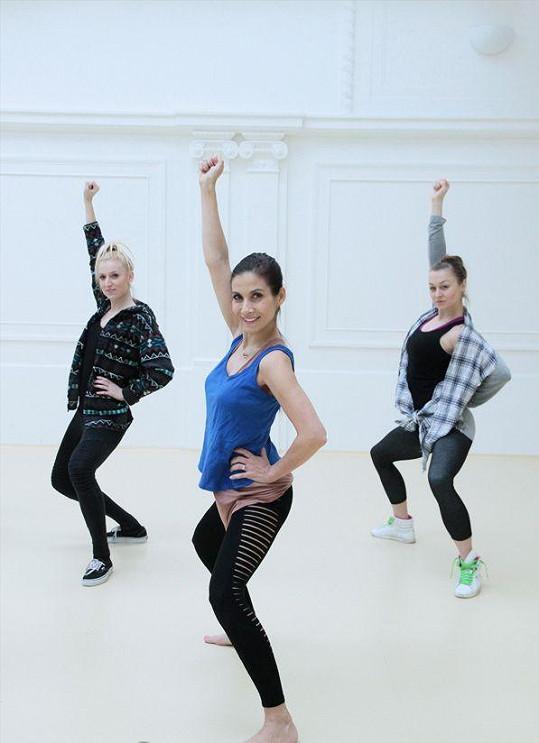 Eva bere taneční tréninky smrtelně vážně.