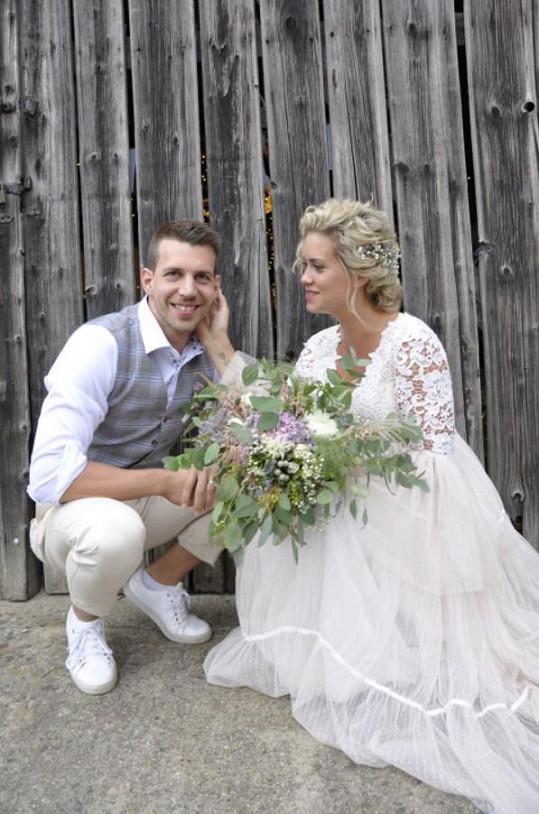 Peter Pecha si vzal dlouholetou přítelkyni Kateřinu Sedlákovou.