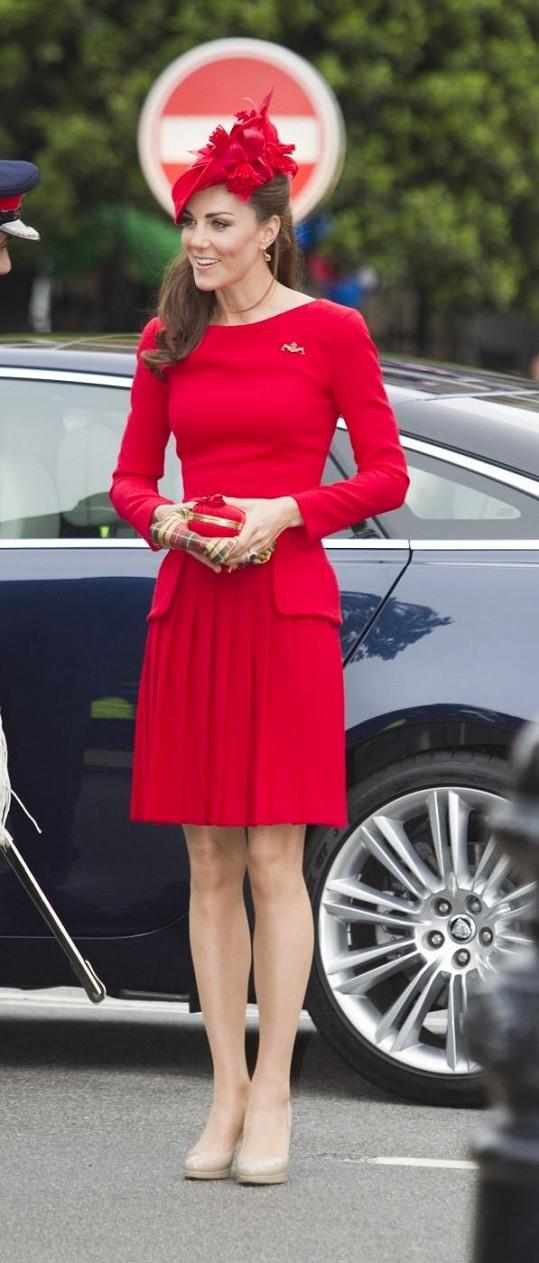 Vévodkyně Catherine tentokrát vsadila na vášnivou červenou.