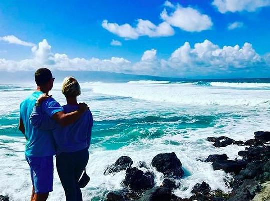 Zuza vyrazila s manželem na Havaj.
