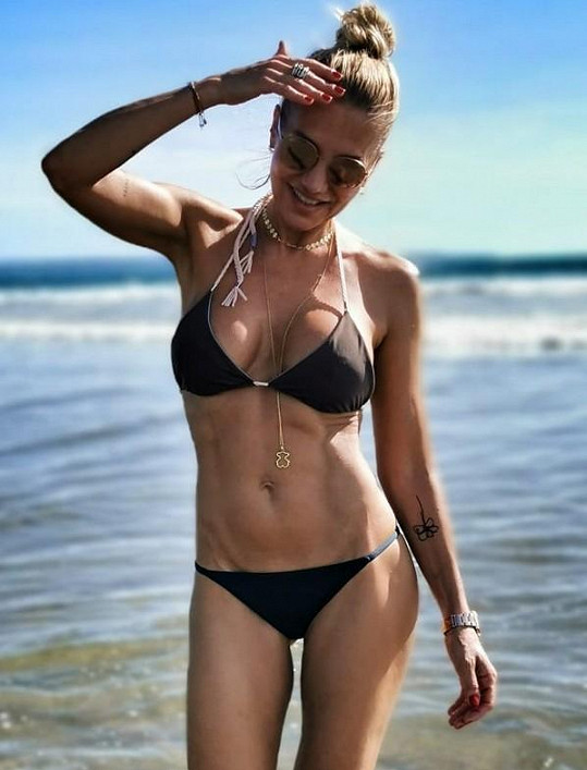 Zpěvačka si užívá na Bali.