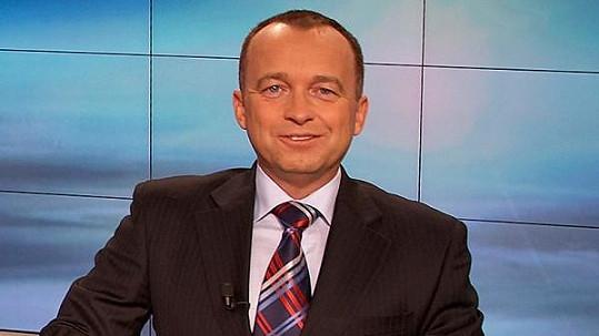 Karel Voříšek coby moderátor Televizních novin.