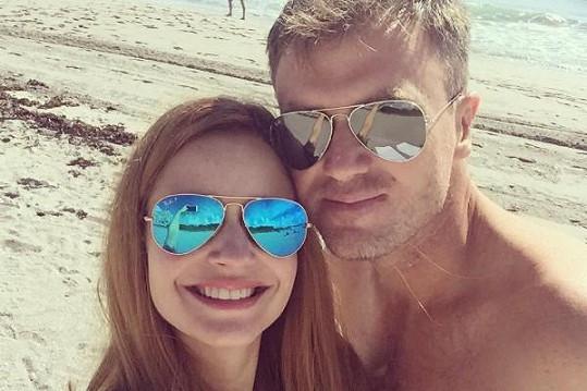 Tereza Juščíková si se snoubencem Tomášem užívá na prosluněné dovolené.