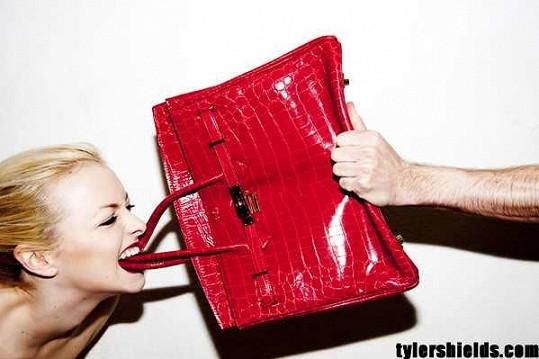 Francesca Eastwod a její kabelka za dva milióny.