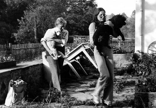 Marta Kubišová zachraňuje s maminkou psy.