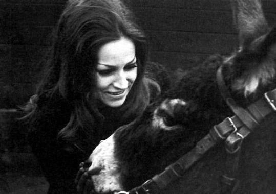 Marta Kubišová roku 1970 s oslíkem Nicolasem.